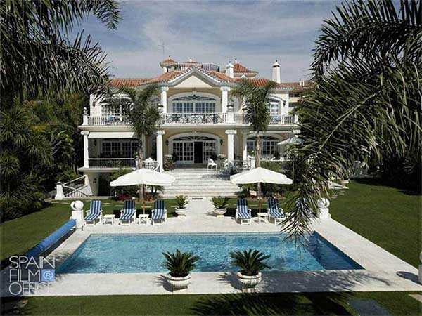 Villa_Marbella_Front_Beach_600x450