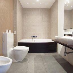 07_Bathroom_Guest_P1210062